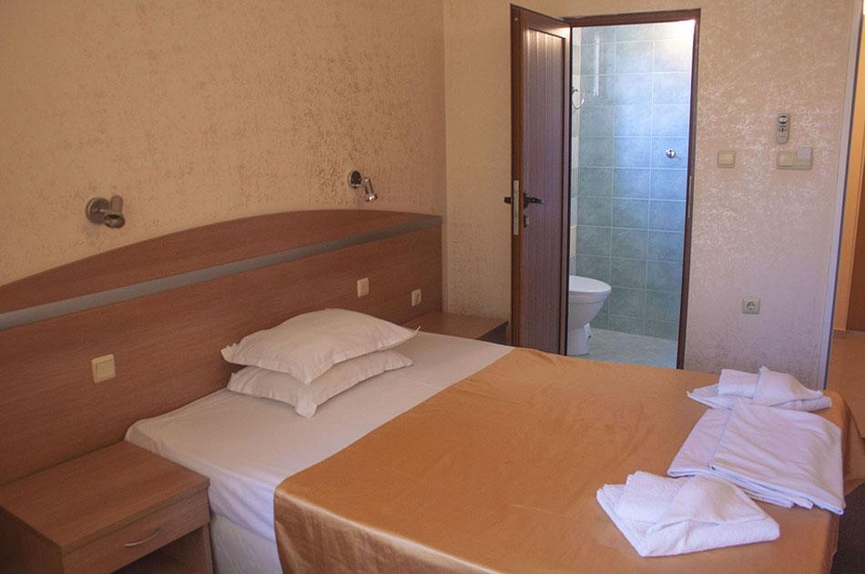 Hotel Zeus single bed room